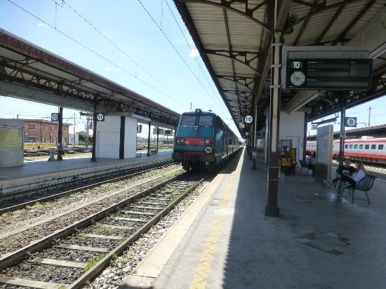Veneto incendio alla stazione di verona treni in tilt - Partenze treni verona porta nuova ...