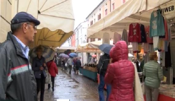 Noventa carabinieri al mercato pratica di espulsione for Questura di vicenza permesso di soggiorno