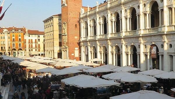 VICENZA U2013 Mercato Dellu0027antiquariato, Collezionismo E Vintage U201cNon Ho Lu0027etàu201d